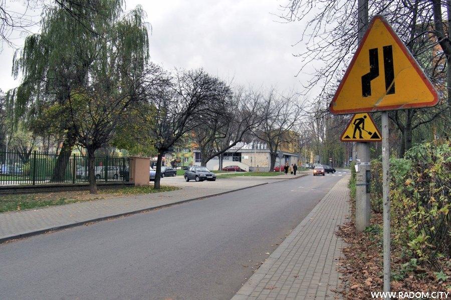 Radom. Znaki/Ulica Bema w kierunku ul. Kusocińskiego.