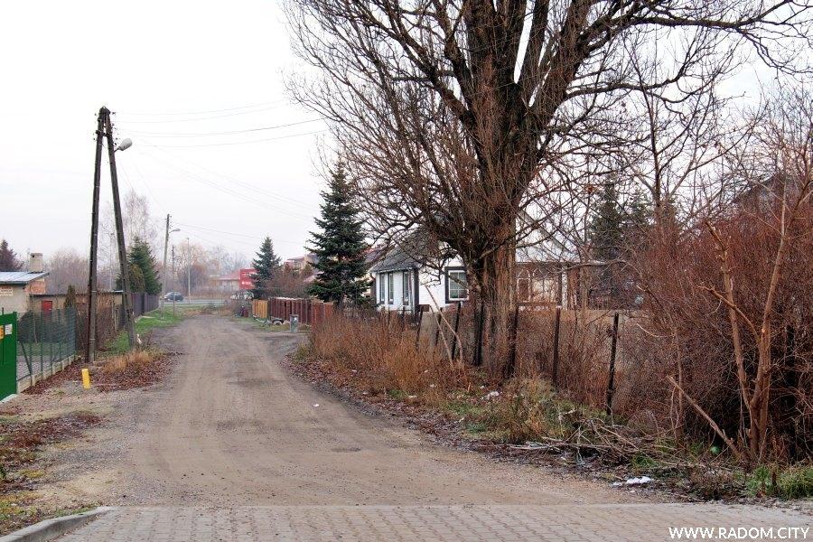 Radom. Ulica Białobrzeska z ul. Śniadeckich.