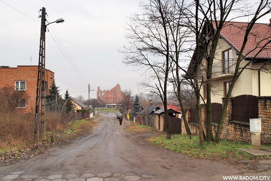 Radom. Ulica Wietrzna z ul. Parkowej.