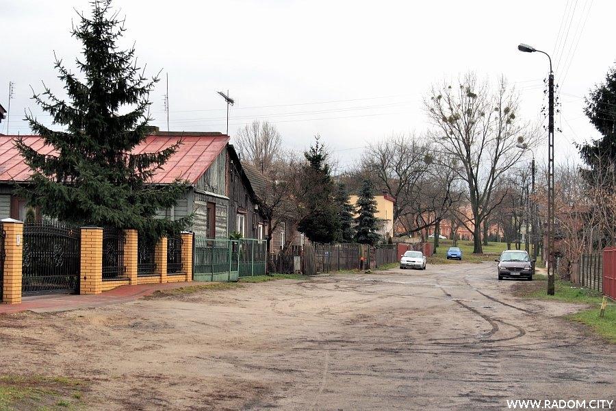 Radom. Ulica Niska od strony ul. Szarych Szeregów.