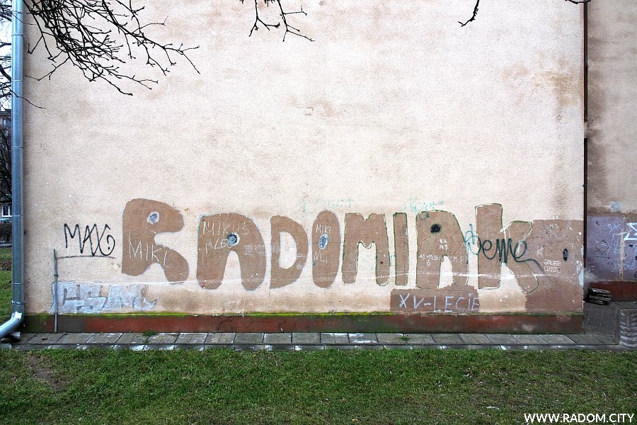 Radom. Radomiak - blok przy ul. Sportowej 28/30.