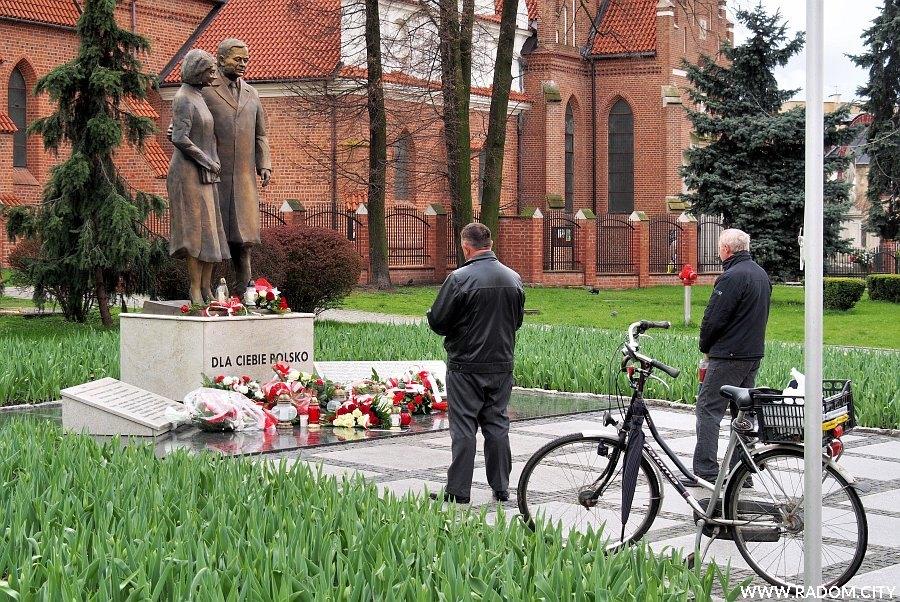 Radom. Pomnik pary prezydenckiej.
