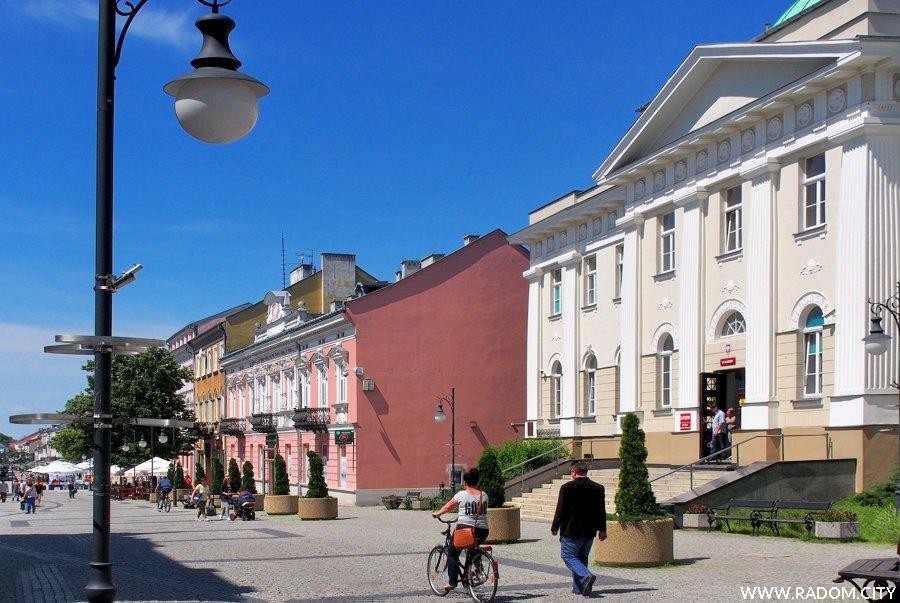 Radom. Ulica Żeromskiego, po prawej budynek dawnego Banku Państwa.