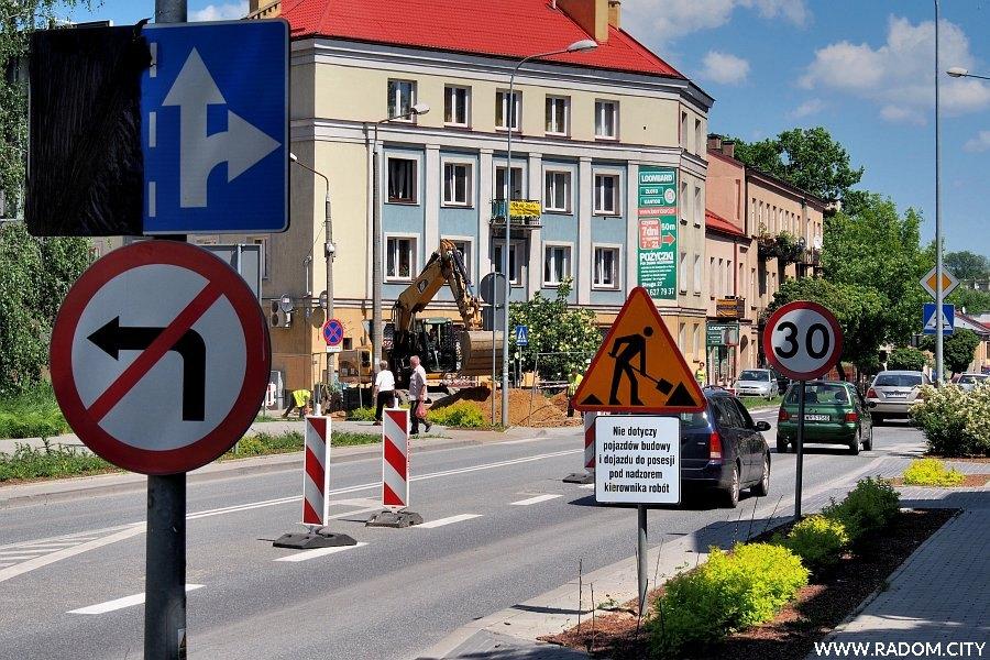 Radom. Znaki drogowe na ul. Struga.