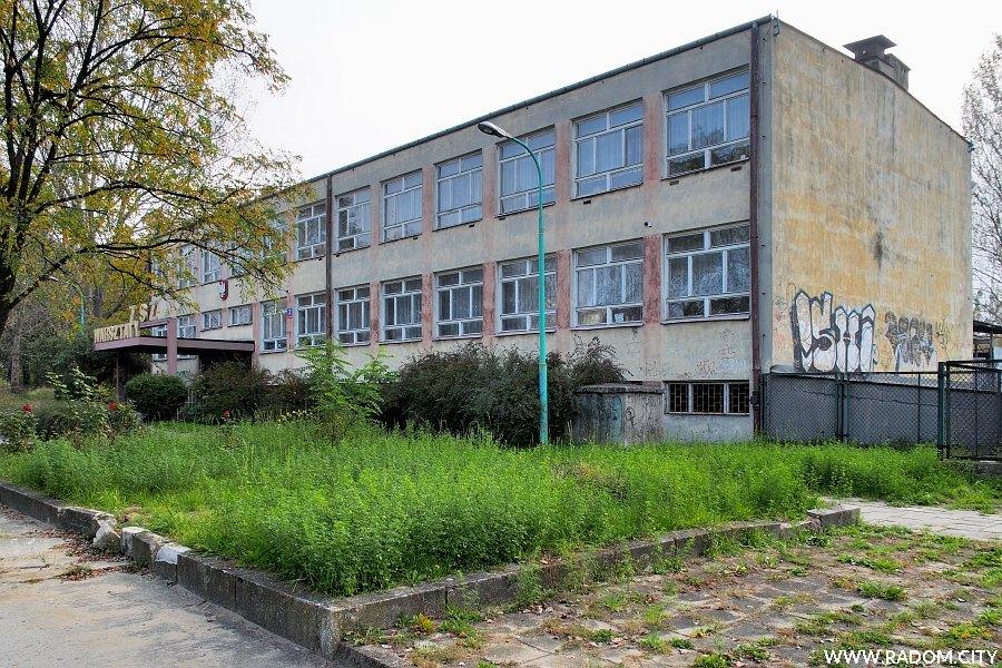Radom. Budynek warsztatów szkolnych przy ul. Czarnej 2.