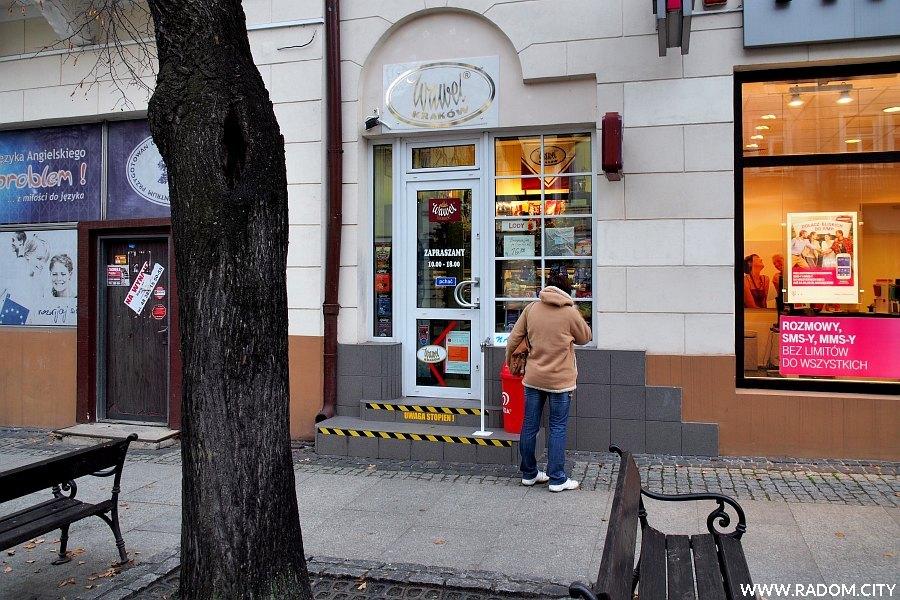 Radom. Nowa lokalizacja sklepu Wawel w kamienicy przy ul. Żeromskiego 51