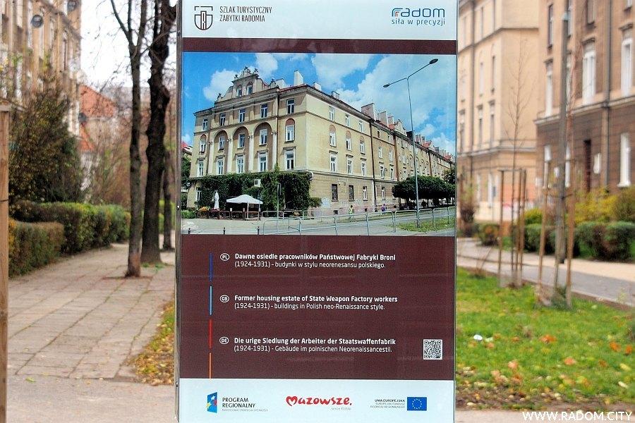 Radom. Tablica informacyjna Szlaku Turystycznego - osiedle pracowników Państwowej Fabryki Broni.