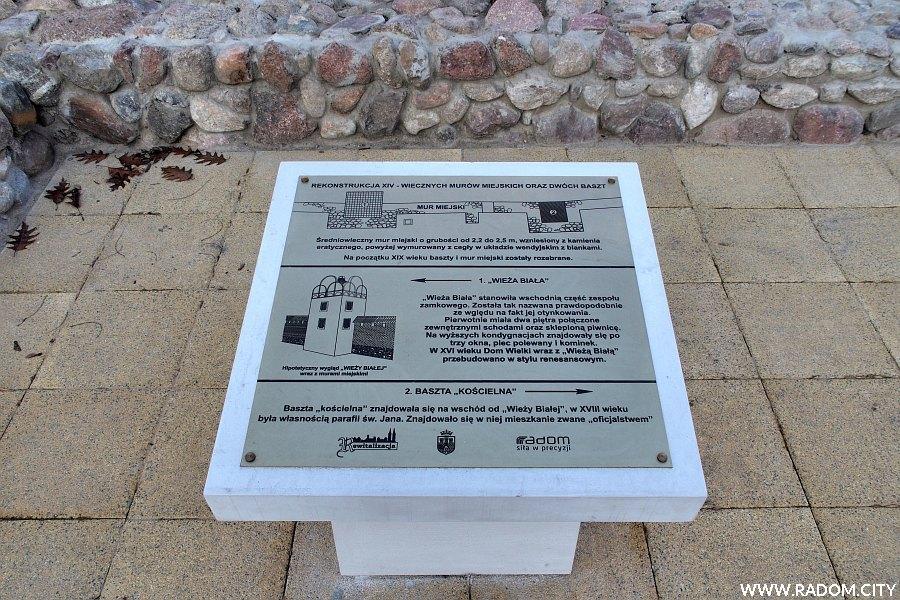Radom. Tablica informacyjna na placu Unii Radomsko-Wileńskiej.