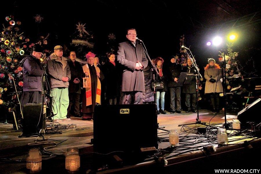 Radom. Miejska wigilia 2014, życzenia składa prezydent miasta Radosław Witkowski.