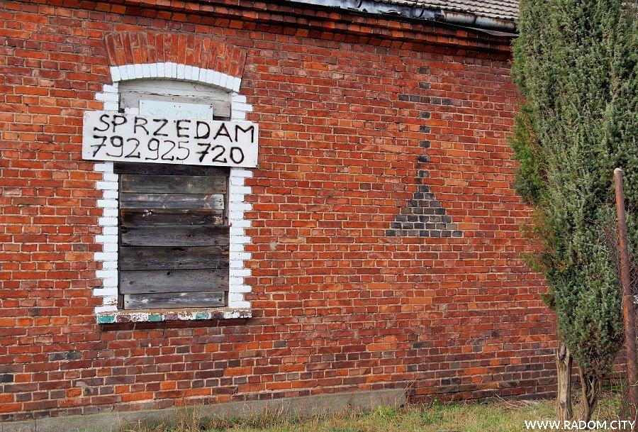 Radom. Krzyż na ścianie domu przy ul. Radosnej.