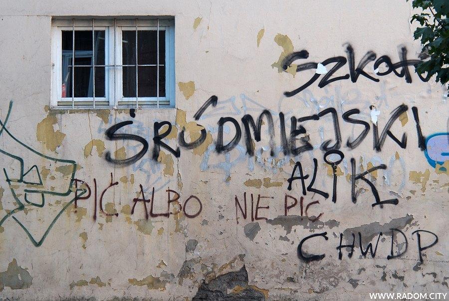 Radom. Napisy przy Niedziałkowskiego.