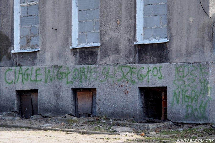 Radom. Napis na budynku przy ul. Żytniej.