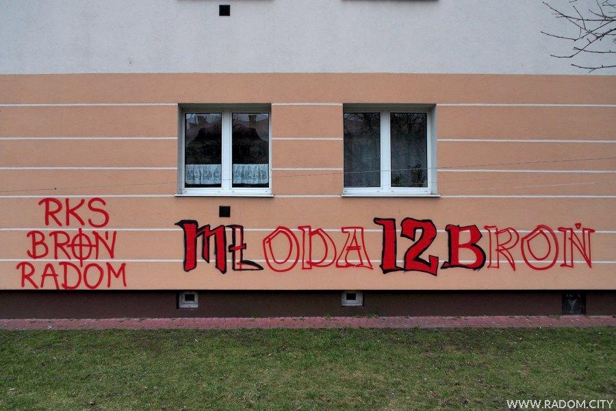 Radom. RKS Broń Radom - napis na bloku na Plantach.