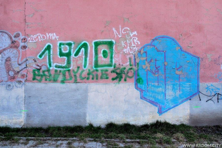 Radom. Napisy na ścianie budynku przy ul. Kilińskiego.