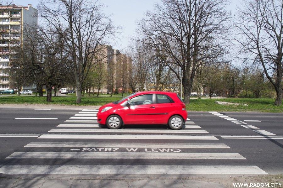 Radom. Przejście przez ul. Struga.