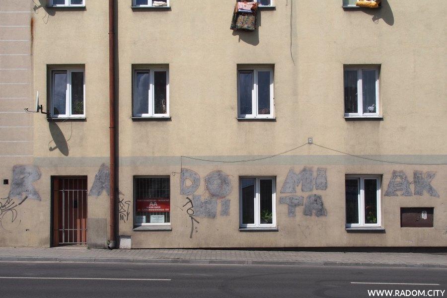 Radom. RADOMIAK na budynku przy ul. Limanowskiego 60.