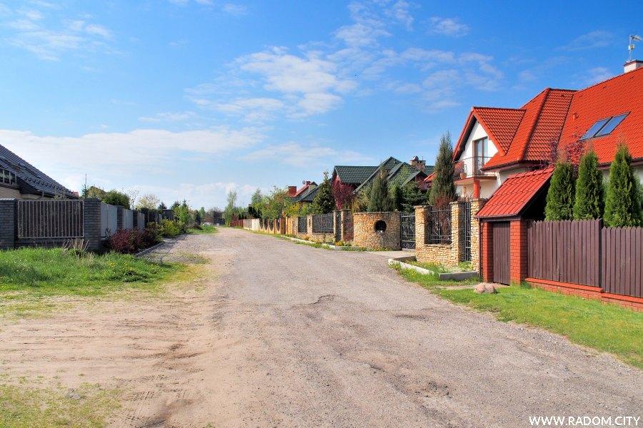 Radom. Ulica Spacerowa, widok od strony ul. Rolniczej.