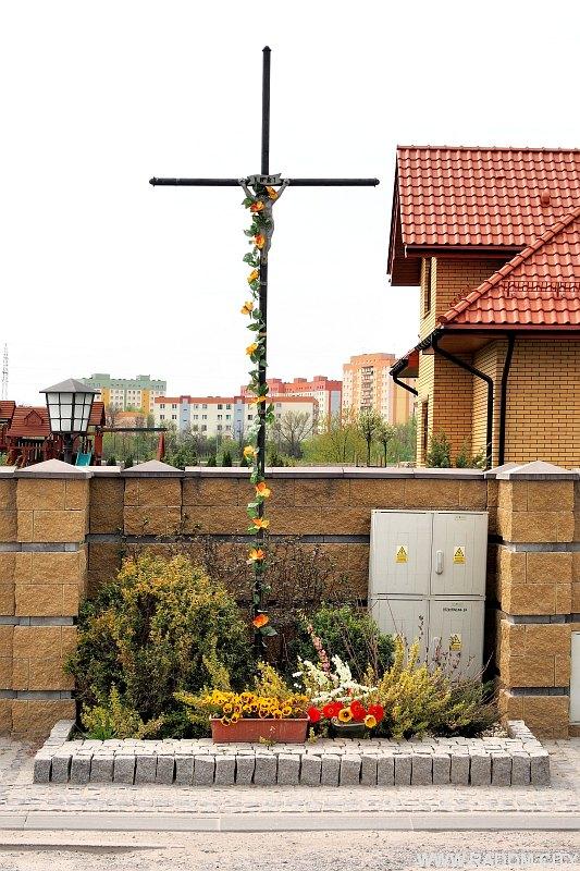 Radom. Krzyż przy ul. Brzustowskiej.