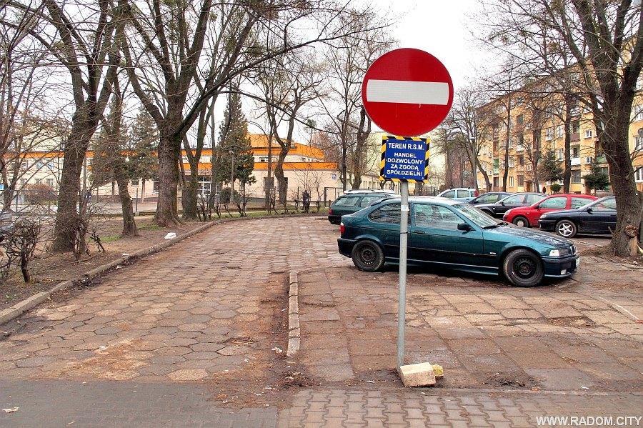 Radom. Parking przy ul. Struga.