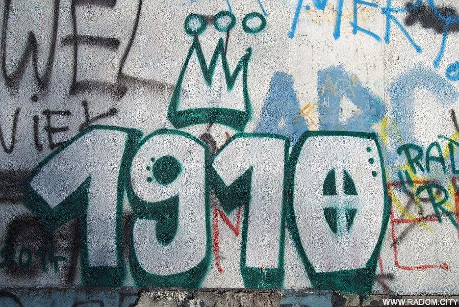 """Radom. """"1910"""" - blok przy Planowej 17A."""