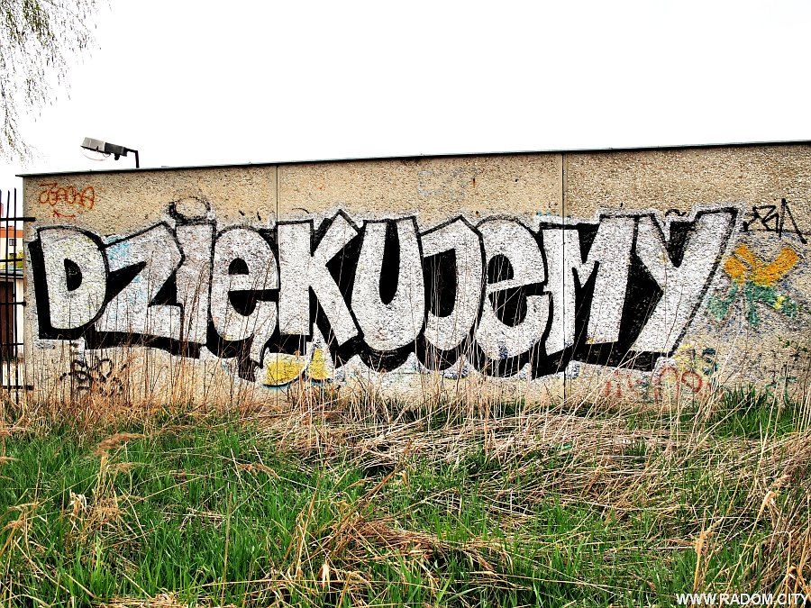 Radom. Napis na garażach przy Olsztyńskiej.