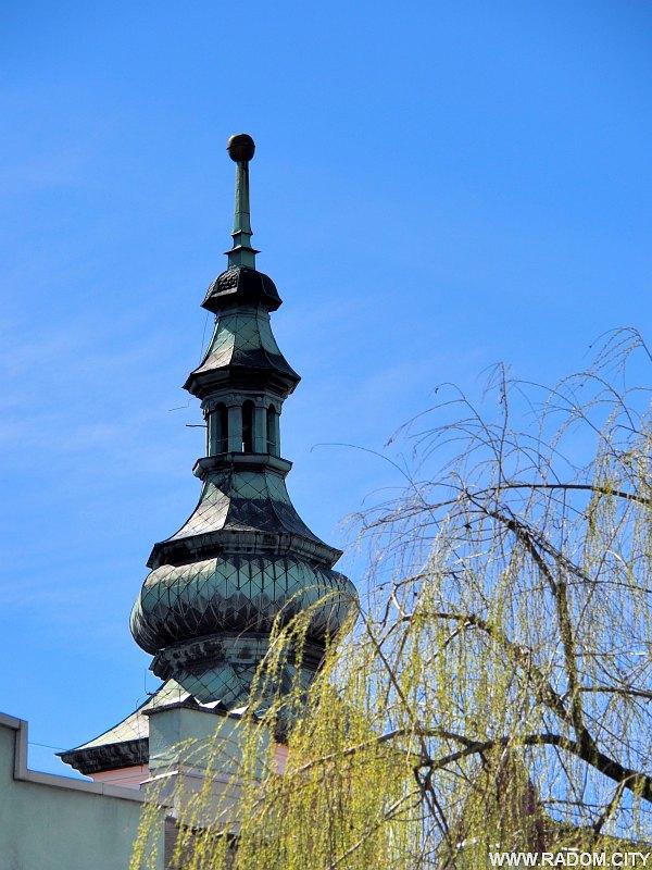 Radom. Wieża kościoła św. Katarzyny bez krzyża.