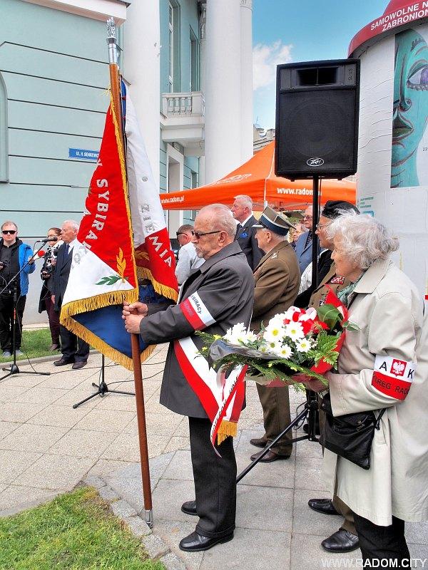 Radom. Odsłonięcie tablicy ofiar terroru komunistycznego.