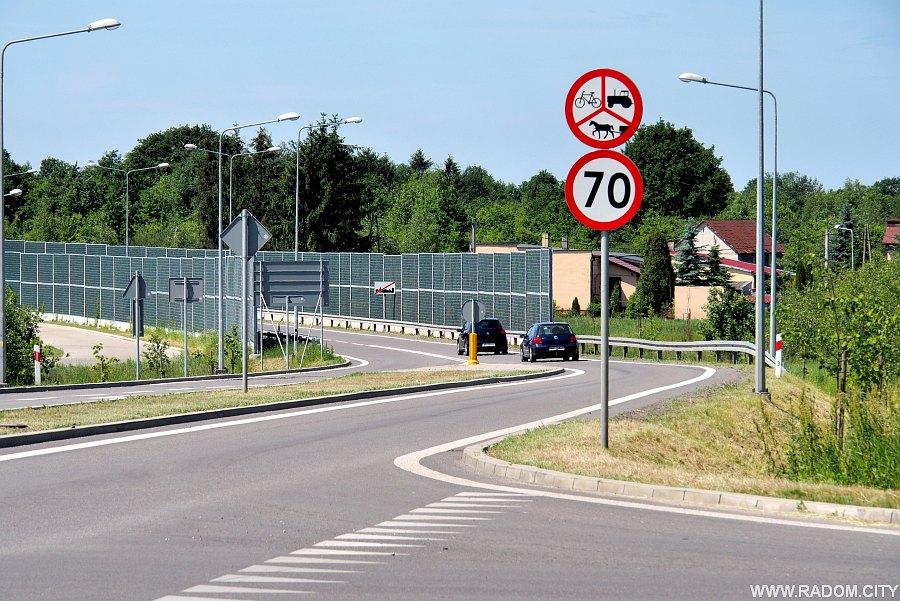Radom. Ul. Lipskiego, widok na zachód ze skrzyżowania z ul. Stalową.