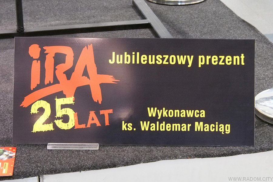 Radom. Gitara z okazji 25-lecia zespołu IRA.