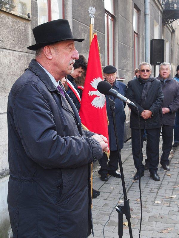 Radom. Odsłonięcie pomnika Leszka Kołakowskiego.