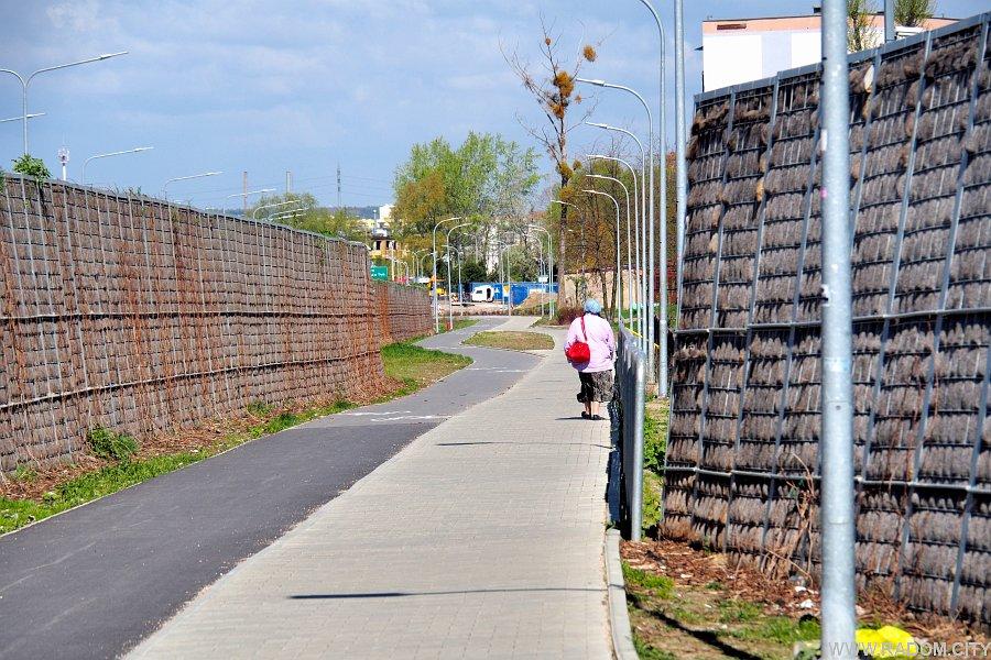 Radom. Pallotyńska - ciąg pieszo-rowerowy od strony Jana Pawła II.