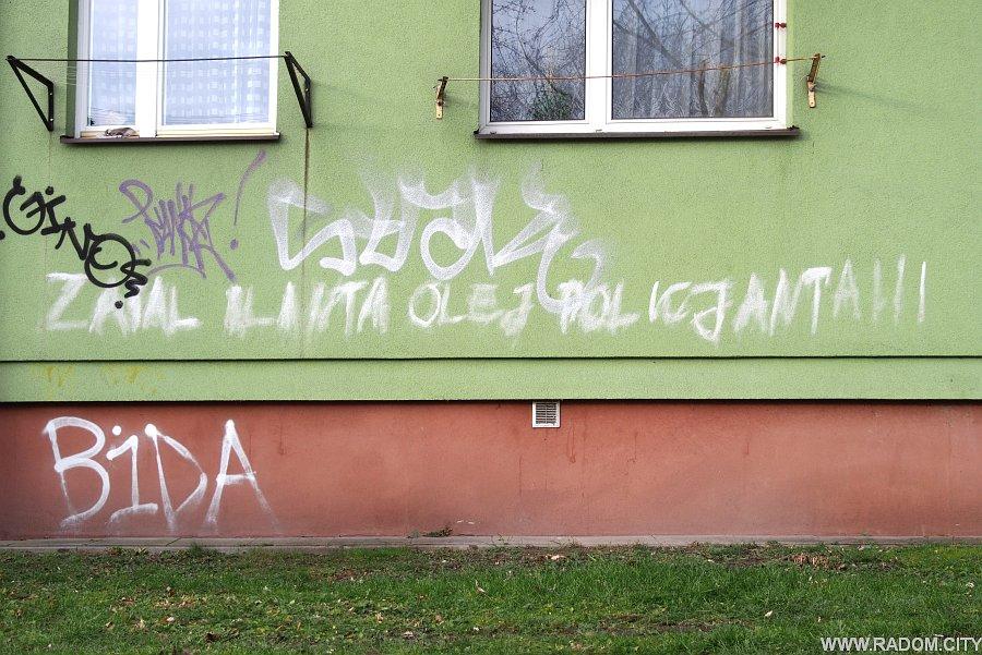 Radom. Napis na bloku przy ul. Szklanej.