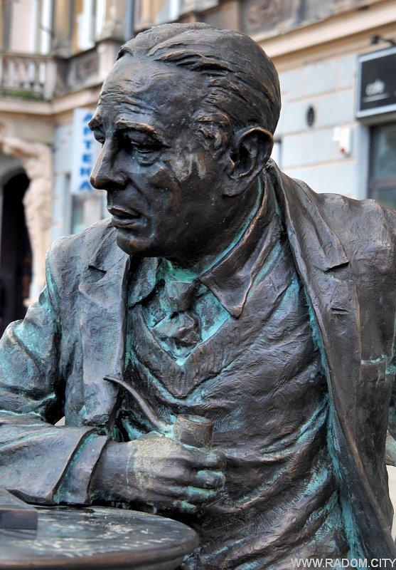Radom. Pomnik Gombrowicza.