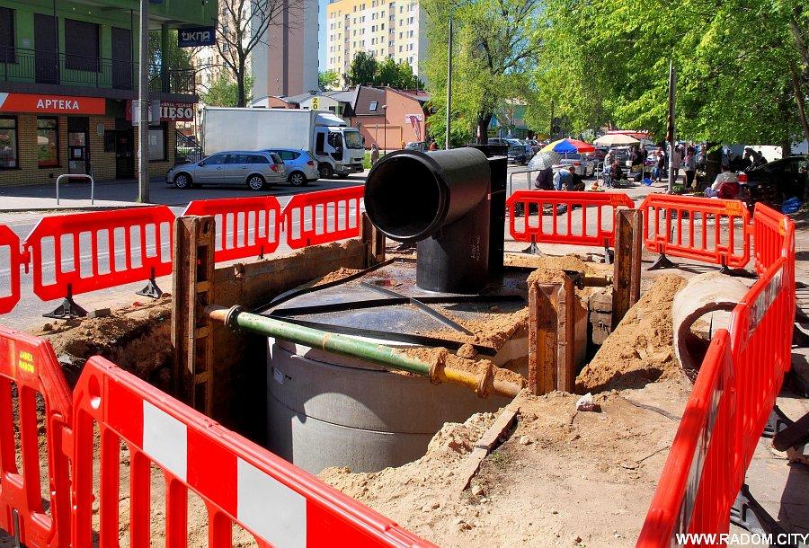 Radom. Ul. Struga - remont kanalizacji.