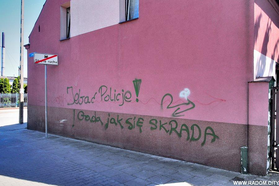Radom. Napis na ścianie - Widok/Polna.