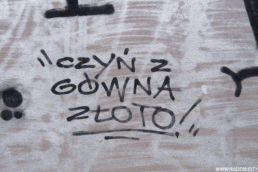 Radom. Napis - garaże/Paderewskiego.