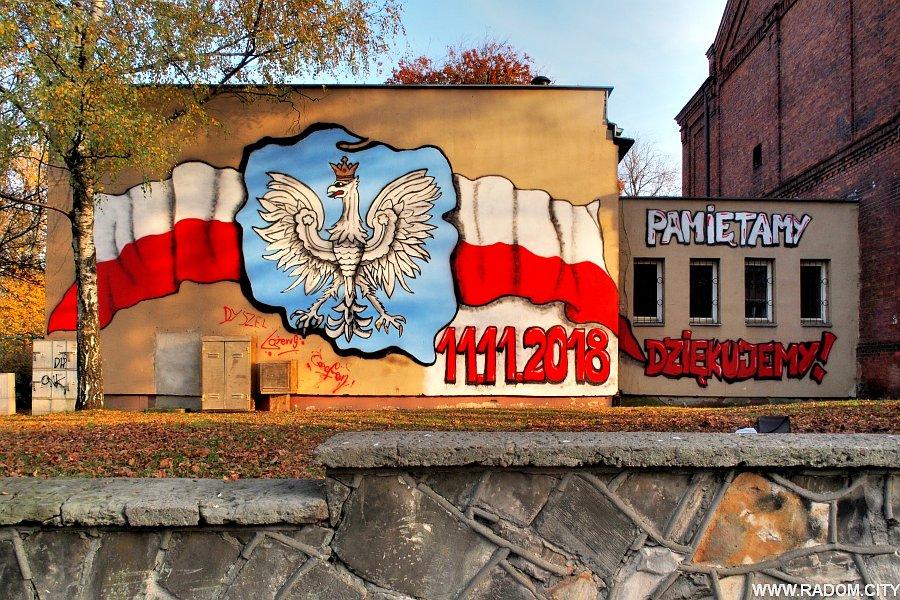 """Radom. Mural na ścianie sali gimnastycznej """"Samochodówki"""""""