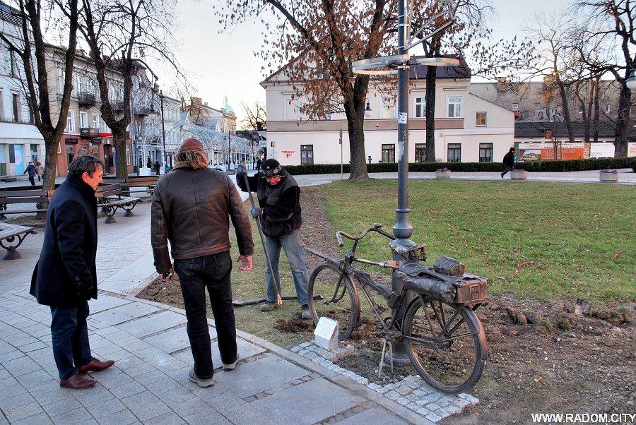 Radom. Rower na placu Corazziego.