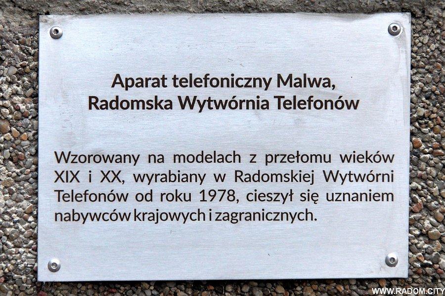 Radom. Telefon przed liceum Kopernika.