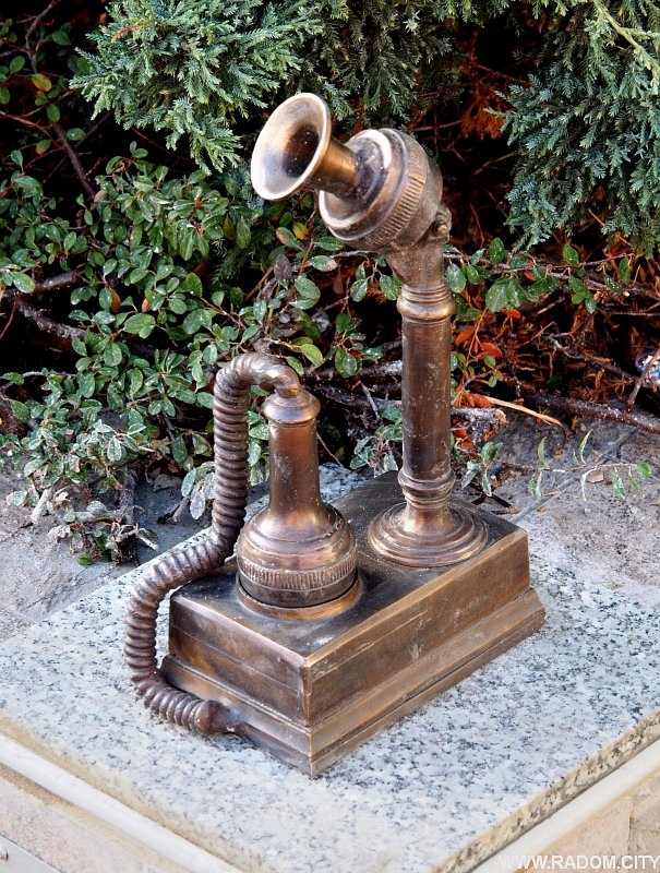 Radom. Telefon - American Corner.