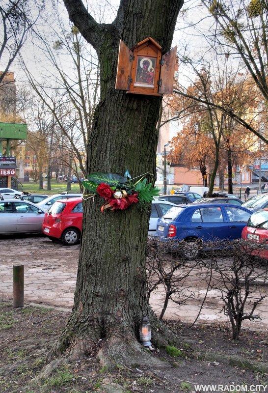 Radom. Kapliczka - Struga/przychodnia.